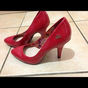 Fergolicious by Fergie Red Closed Toe 👠 heels.